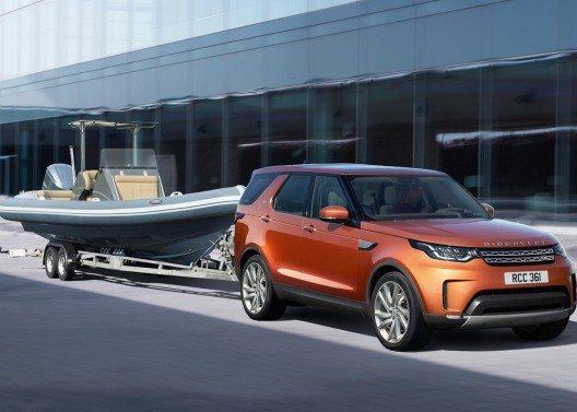 Wie das Vorgängermodell kann der neue Discovery bis zu 3,5 Tonnen an den Haken nehmen.