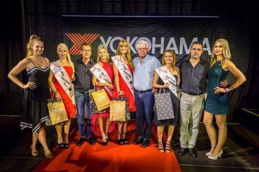 Die Juroren um Kerstin Cook (ganz links) mit den erfolgreichen Finalistinnen und der abtretenden Miss YOKOHAMA 2015/16 Roxane Baumann (ganz rechts) (© YOKOHAMA / Maren Kindler Photography)