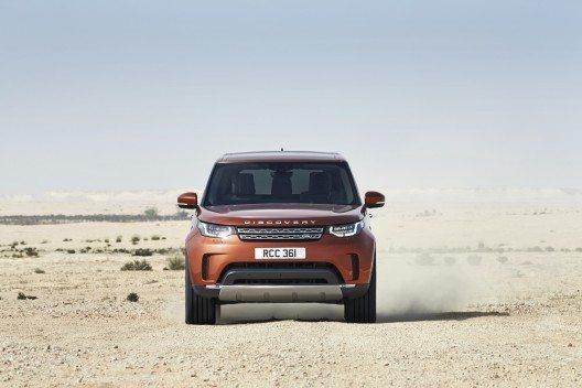 Für Fahrten durchs Gelände nutzt das Modell modernste Technologien und macht die Fähigkeiten des Discovery selbst für unerfahrene Fahrer in vollem Umfang nutzbar.