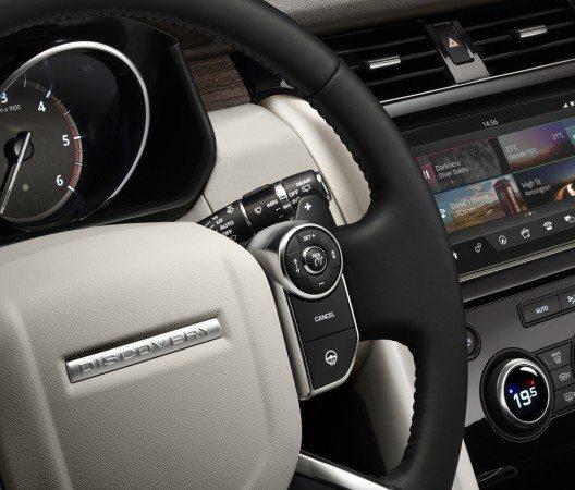 Den neuen Discovery hat Land Rover mit einer Fülle moderner Technikdetails bestückt.