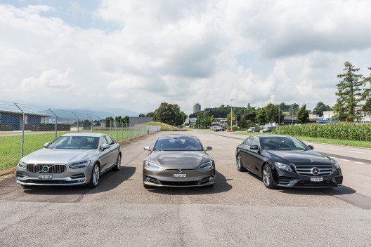 Getestet wurden die Mercedes-Benz E-Klasse, der Tesla Model S und die Volvo 90 Modelle.