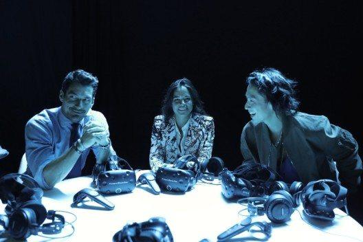 Michelle Rodriguez, Vanness Wu und David Gandy gehören zu den ersten, die das neue elektrische Auto von Jaguar sehen dürfen - Jaguar IPACE Concept - mittels VR-Brillen. (Bild: © Jaguar Land Rover)