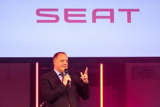 Mit einem Prestigebau am Bischofsackerweg 10 in Augsburg zeigt die Schwaba-Unternehmensgruppe erneut, dass sie den Wachstumskurs mit SEAT fortsetzt. Auf dem großen Areal ist ein Autohaus mit neuer SEAT Corporate Identity entstanden, welches Platz für sämtliche SEAT Modelle bietet.