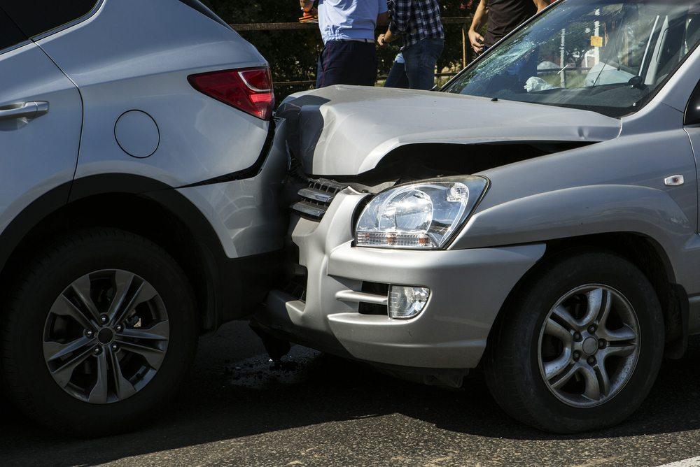 Wie verhalte ich mich bei Unfällen? (Bild: Nikolay Gyngazov – shutterstock.com)