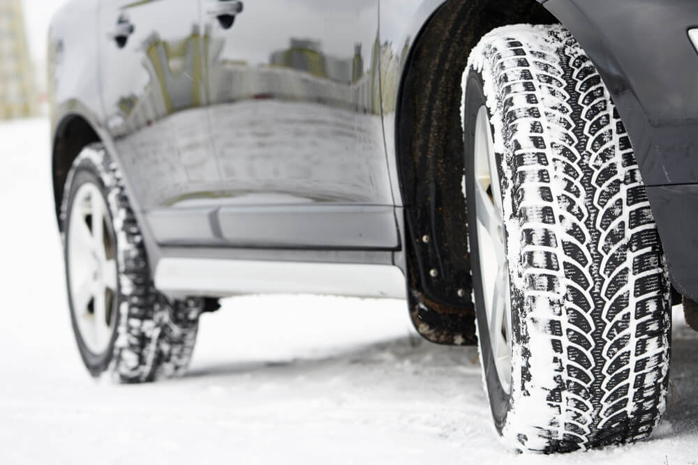 Der richtige Reifen für jede Witterung (Bild: Dmitry Kalinovsky – shutterstock.com)