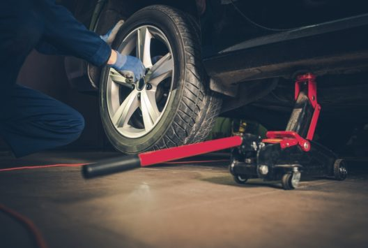 Das Aufziehen der Reifen kann man Profis überlassen. (Bild: welcomia - shutterstock.com)