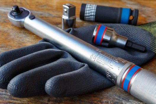 Ein Drehmomentschlüssel erleichtert den Reifenwechsel. (Bild: Vladimir Zhupanenko - shutterstock.com)