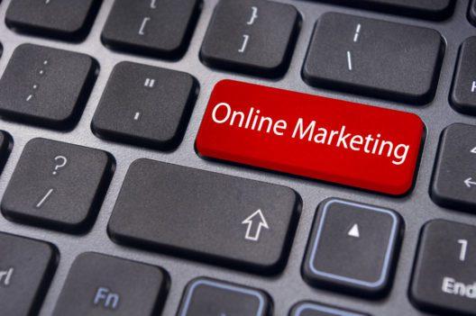 Auch bei Autohäusern geht der Trend zum Online Marketing. (Bild: mtkang - shutterstock.com)
