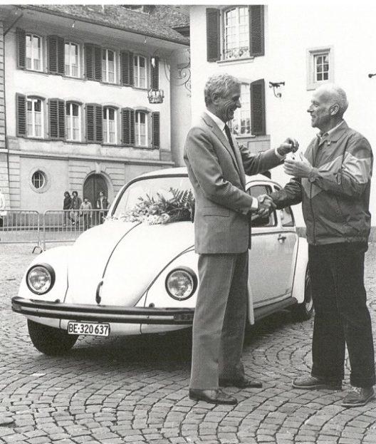 1983: Nach über 320'000 Fahrzeugen wird der letzte Käfer an einen Schweizer Kunden übergeben.