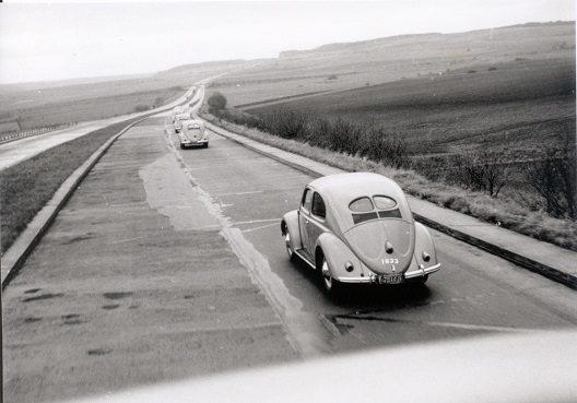 1948: Die ersten 25 Käfer auf dem Weg in die Schweiz.