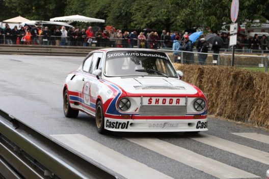 Beim Oldtimer-Grand-Prix startet der siebenfache deutsche Rallye-Champion Matthias Kahle in der Rundstreckenversion des legendären ŠKODA 130 RS, mit dem die Marke 1981 die Herstellerwertung der Tourenwagen-Europameisterschaft gewann.
