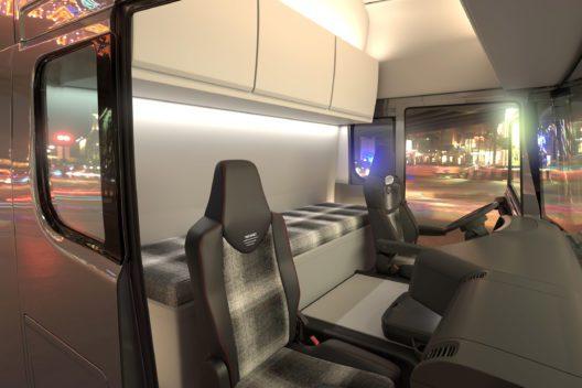 Die Programme zur Fahrer-Aktivierung und dem Monitoring von Körperfunktionen können in der Fahrposition, aber auch in der Relax- und Ruheposition während der Standzeiten des Lkw genutzt werden.