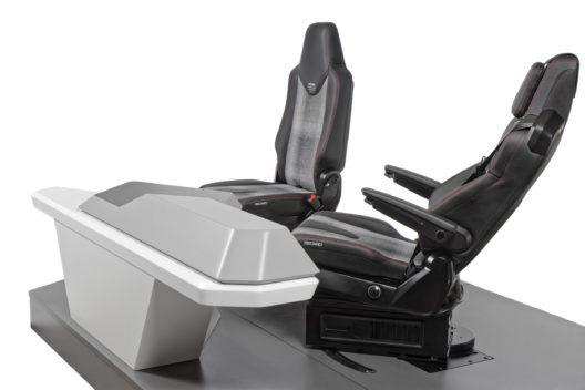 In der Relaxposition lässt sich der Fahrersitz um 45 Grad zur Beifahrerseite drehen und wird so beispielsweise zum komfortablen Arbeitsplatz, an dem der Fahrer in entspannter Haltung ein Laptop nutzen oder kommunizieren kann.