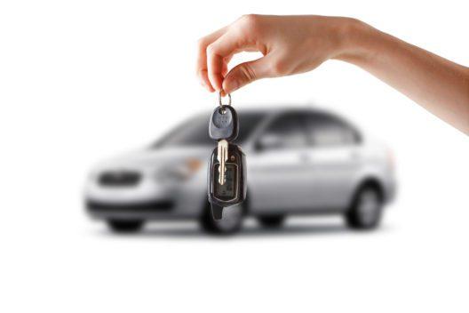 Den Traum vom ersten eigenen Auto wahrmachen (Bild: FotoYakov - shutterstock.com)