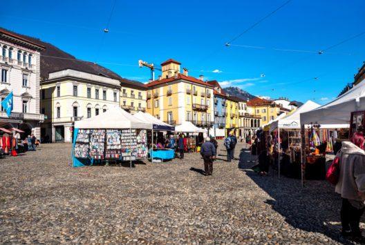 Auf Städtetour im Tessin - hier: Locarno. (Bild: KH-Pictures - shutterstock.com)