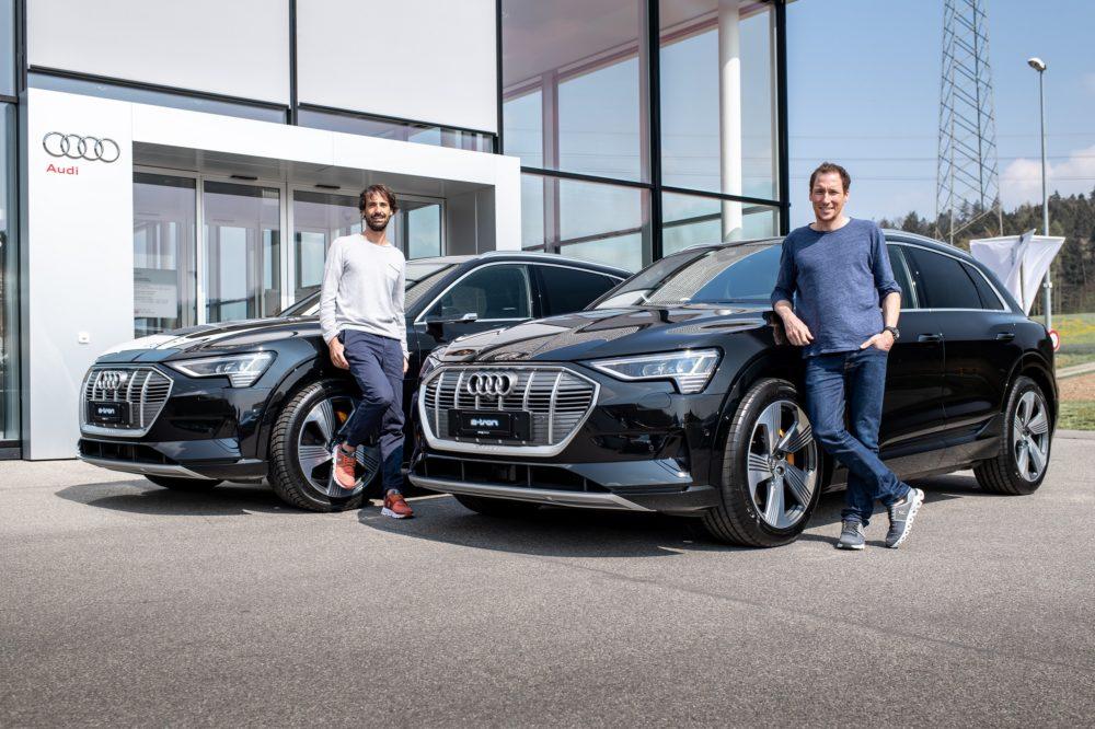 Caspar Coppetti (links) und Marc Maurer (rechts) mit ihren neuen Audi e-tron